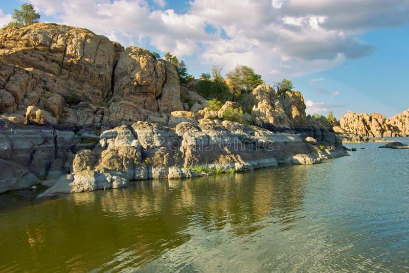 Lac rocheux photos libres de droits