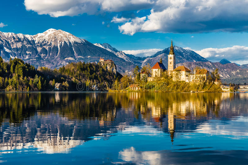 Lac saigné, île, église, château, Montagne-Slovénie photos libres de droits