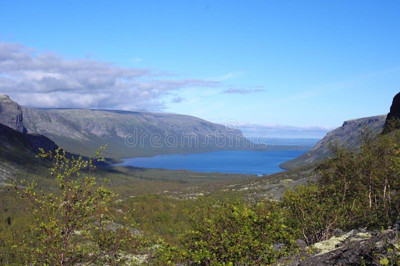 Lac Seydyavr derrière le cercle arctique sur Kola Peninsula images stock