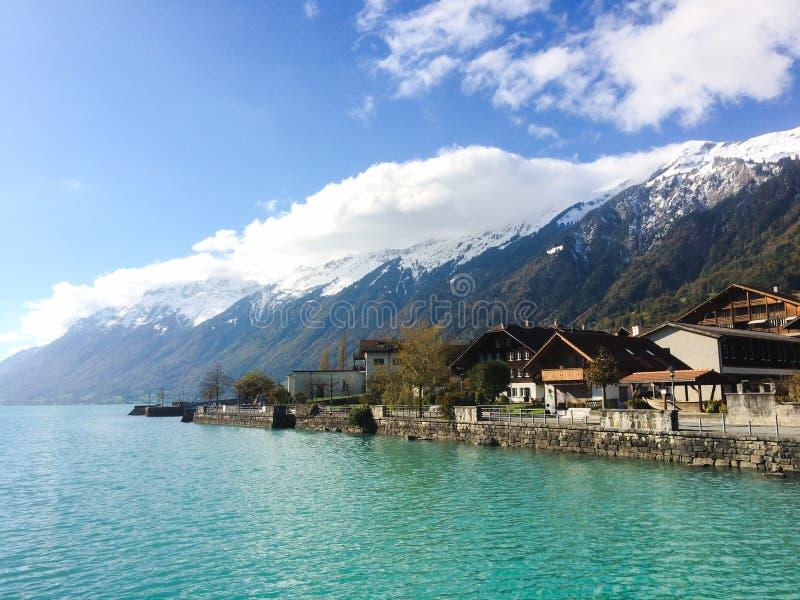 Lac suisse brienz photo stock image du rivage neigeux - Lac de brienz ...
