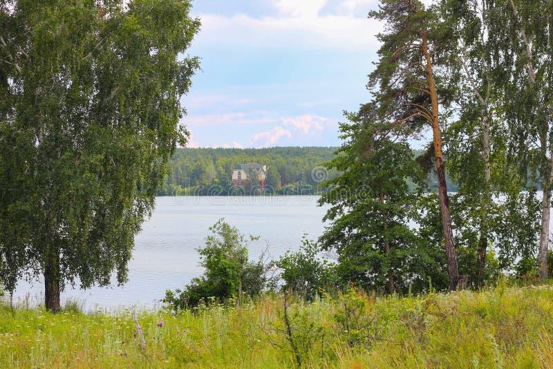 Lac Sungul un jour chaud d'été photo stock