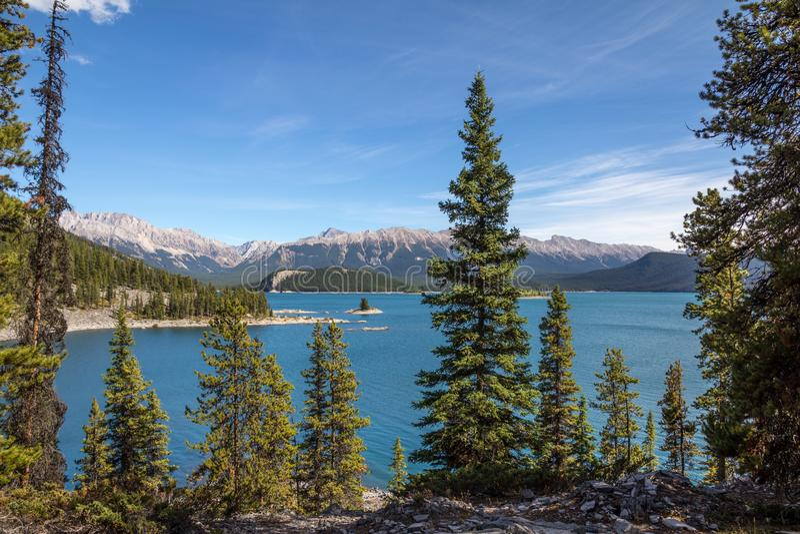 Lac supérieur Kananaskis de rivage occidental Peter Lougheed Provincial Park photo stock