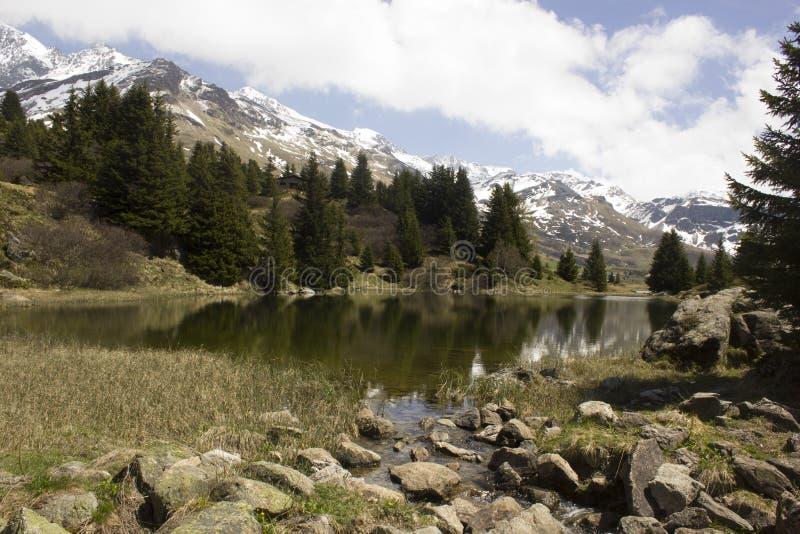 Lac sur Alp Flix dans Grisons (Suisse) photographie stock libre de droits