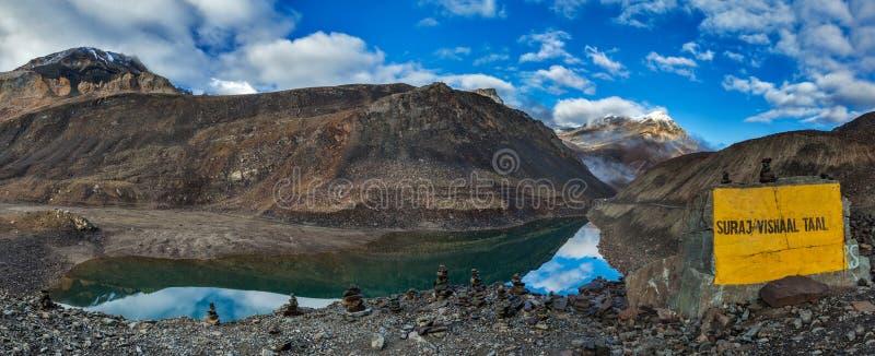 Lac Suraj Tal mountain images stock