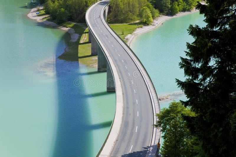Lac Sylvenstein et pont, Bavière, Allemagne photo stock