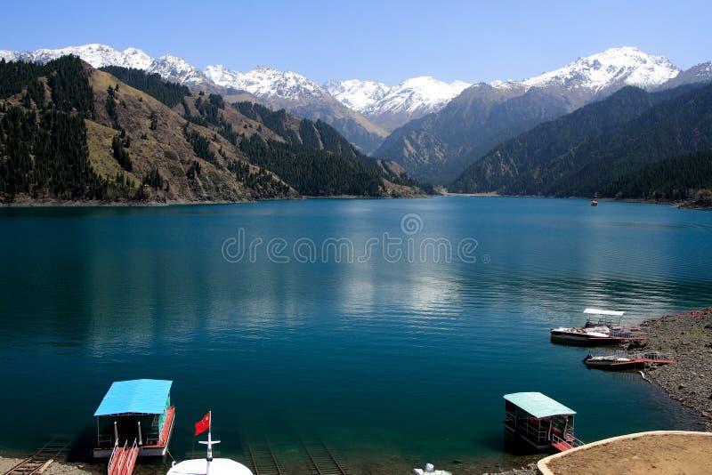 Lac Tianchi (ciel \ \ \ \ \ \ \ 'lac de s) dans Urum photos libres de droits
