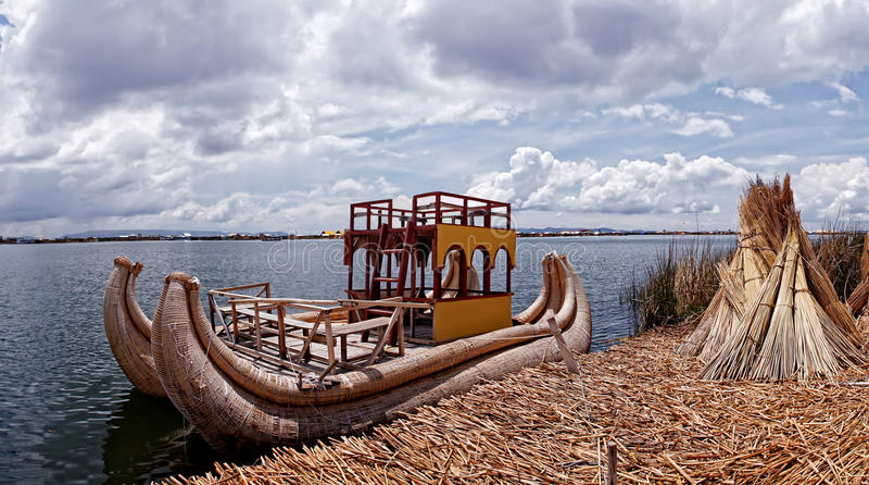 Lac Titicaca de bateau de Reed photos stock