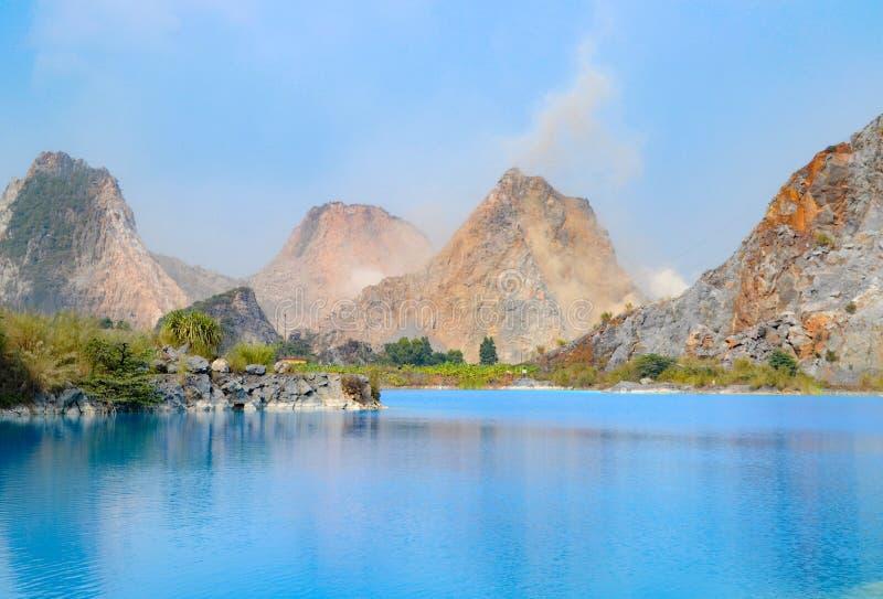 Lac tuyet Tinh Coc, lac bleu de couleur naturelle à la montagne de fils de Trai, Haïphong, Vietnam image libre de droits