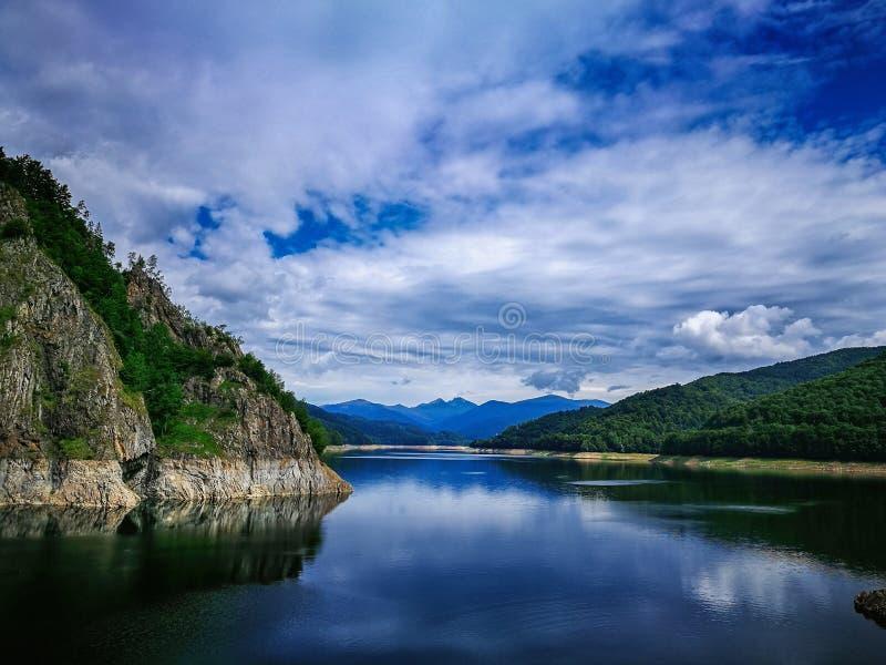Lac Vidraru images libres de droits