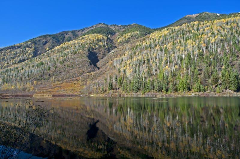 Lac W Mt.Famham (montagnes de Selkirk), Kootenay, Canada duncan images stock