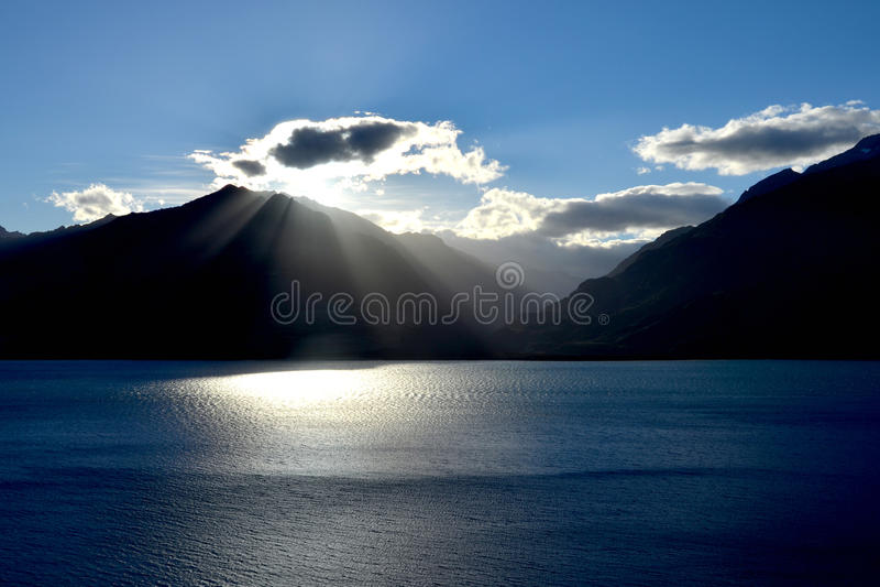 Download Lac Wanaka image stock. Image du tourisme, montagnes - 76083671