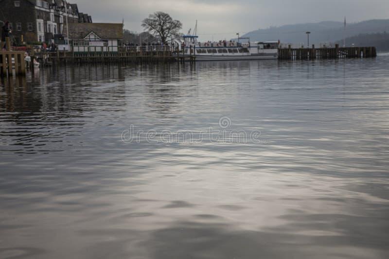 Lac Windermere, Angleterre, R-U - le rivage et le pilier image libre de droits