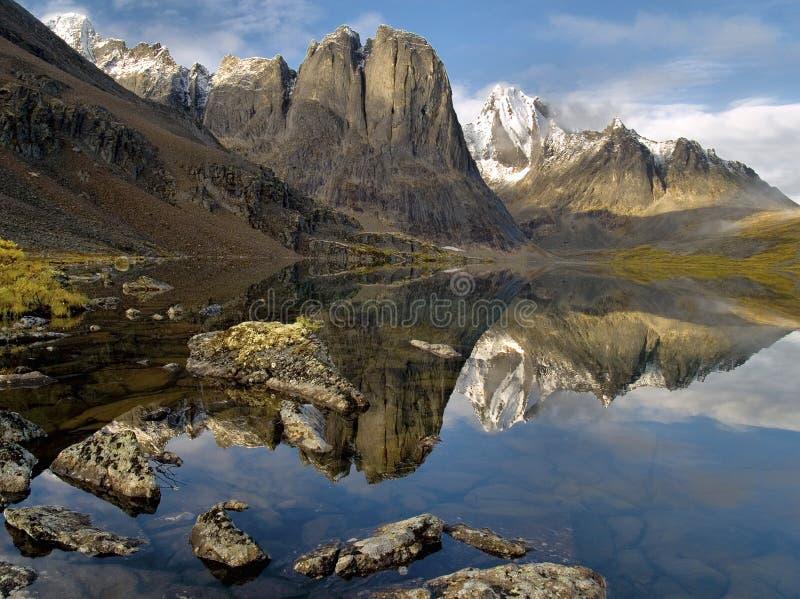 Lac Yukon divide photographie stock