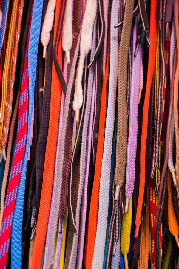 Laccetti multicolori come struttura del backround fotografia stock