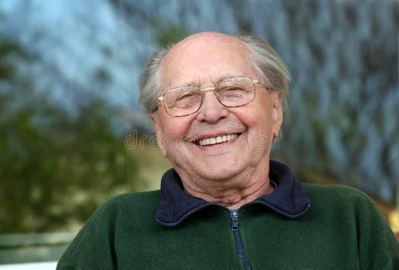 Lachen des alten Mannes lizenzfreie stockbilder