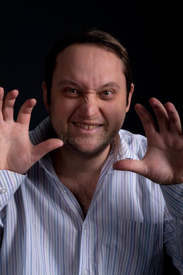 Lachen des jungen Mannes lizenzfreie stockfotografie