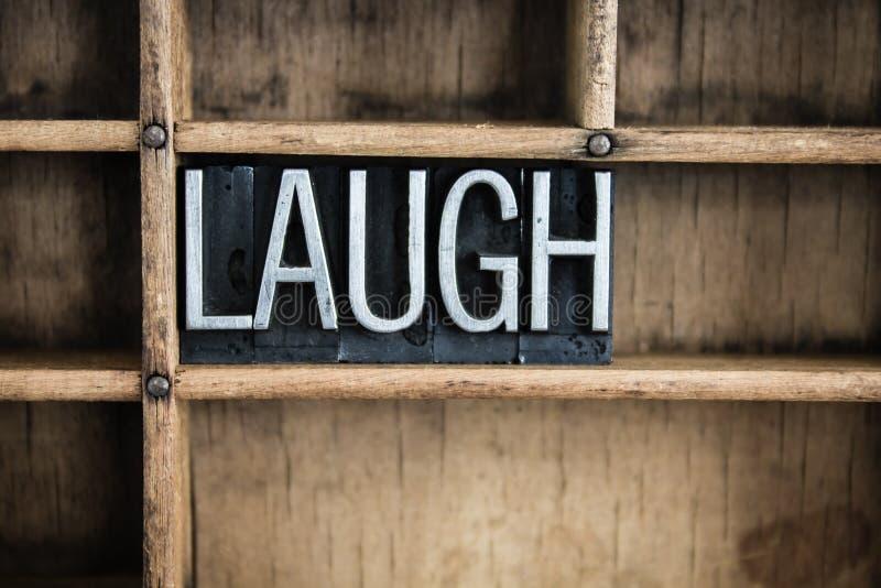 Lachen-Konzept-Metallbriefbeschwerer-Wort im Fach lizenzfreies stockbild