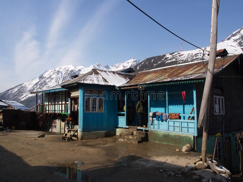 Lachen och Lachung by, Sikkim INDIEN, 14th APRIL 2013: ett s royaltyfri fotografi