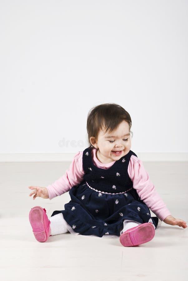 Lachend babymeisje stock foto's