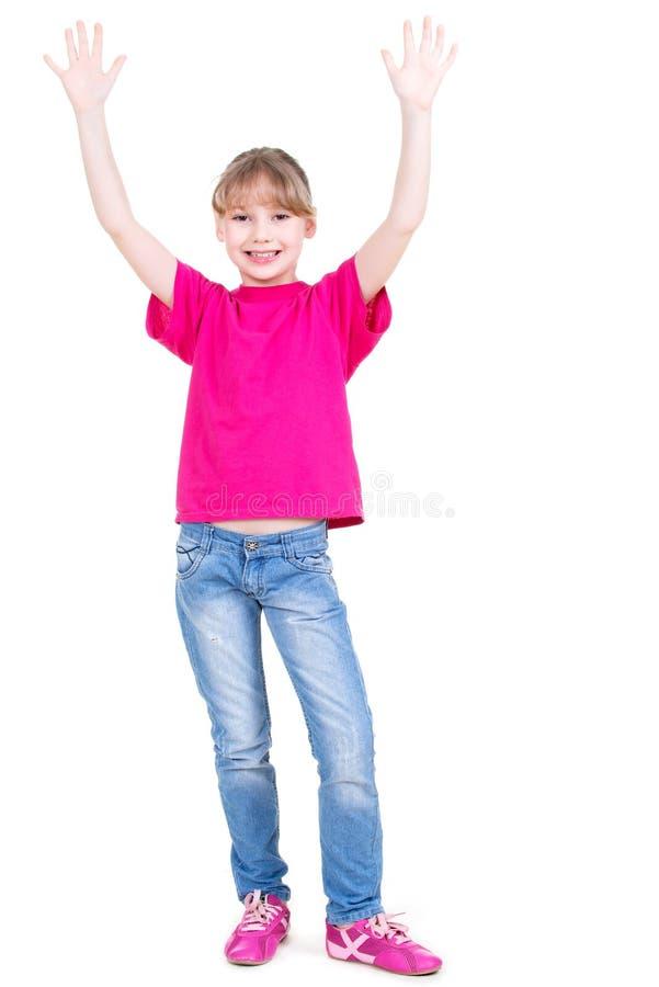 Lachend gelukkig meisje met opgeheven omhoog handen.