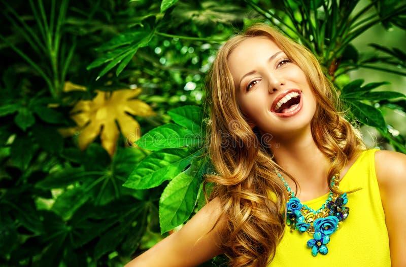 Lachend meisje royalty-vrije stock fotografie