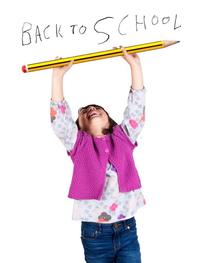 Lachend meisje die een groot potlood houden stock foto's