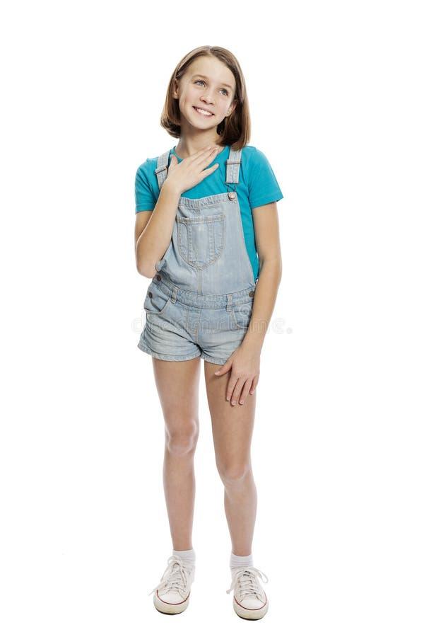 Lachend tienermeisje, volledige lengte Ge?soleerd op een witte achtergrond royalty-vrije stock afbeelding