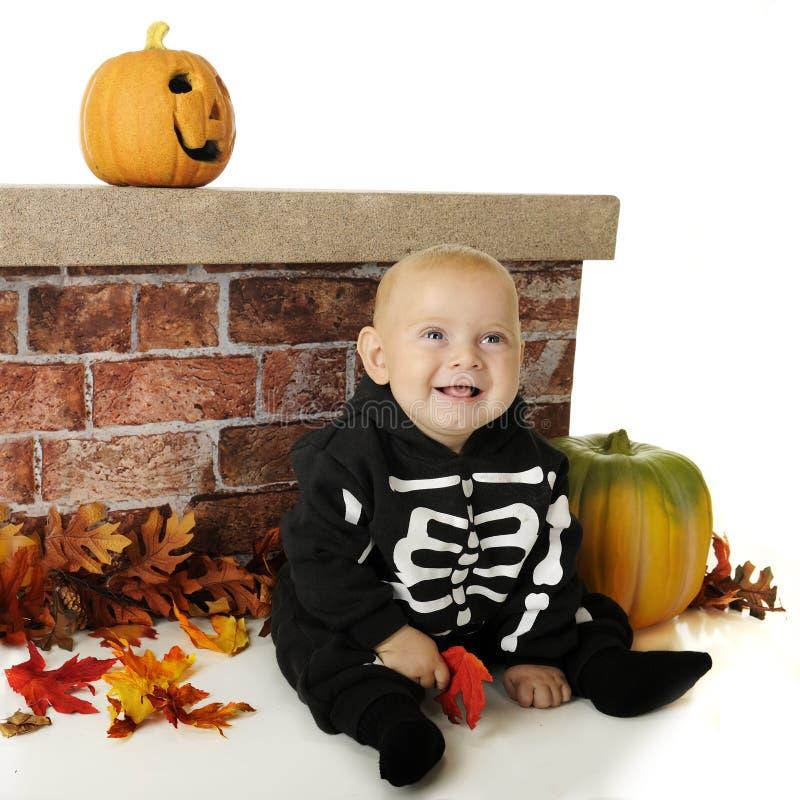 Lachend Weinig Halloween-Skelet stock fotografie