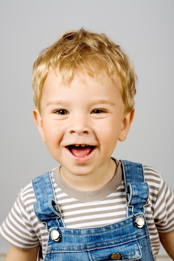 Lachend weinig jongen royalty-vrije stock foto's
