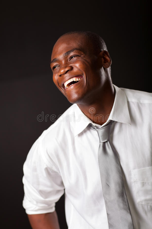 Lachende Afrikaanse Amerikaanse mens stock foto