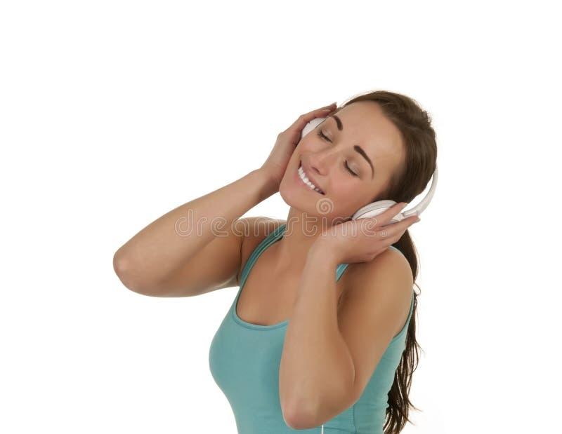 Lachende Frau mit Kopfhörern stockfoto