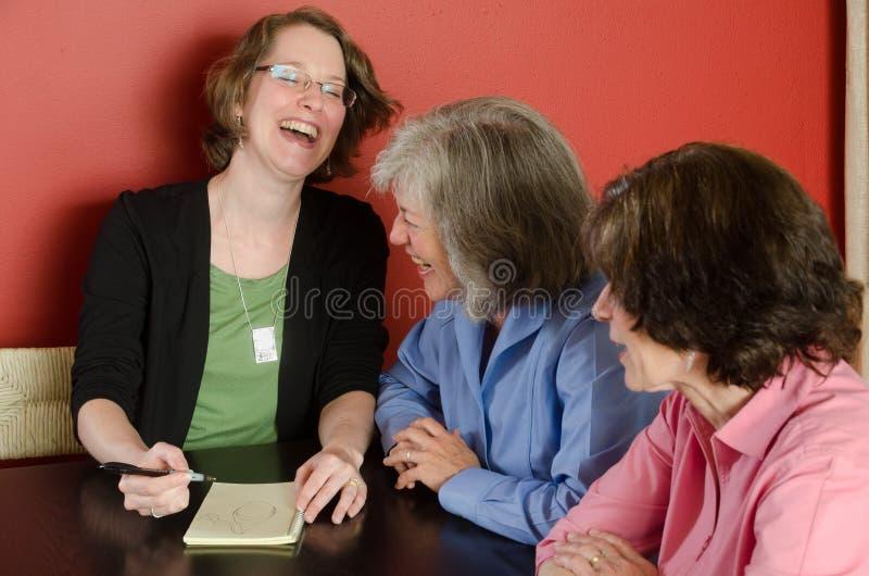 Lachende Frauen stockbild