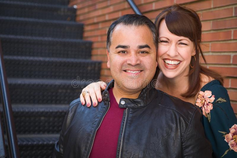 Lachende Gemengde Ras Kaukasische Vrouw en Spaanse Man royalty-vrije stock afbeelding