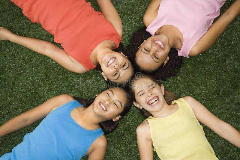 Lachende Mädchen. stockfotografie