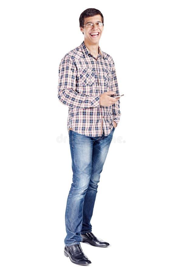Lachende mens met telefoon volledig lichaam royalty-vrije stock afbeeldingen