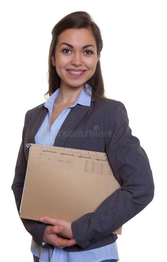 Lachende onderneemster met bruin haar en dossier royalty-vrije stock afbeeldingen