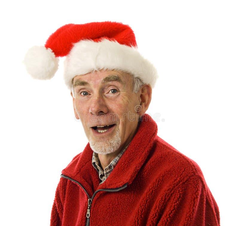 Lachende oude mens in de hoed van de Kerstman stock foto