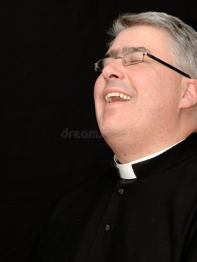 Lachende priester royalty-vrije stock afbeeldingen