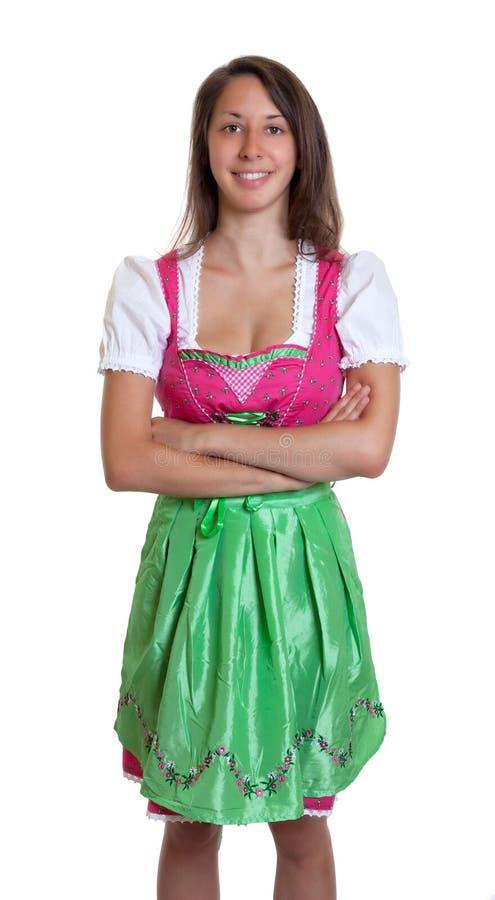 Lachende vrouw met bruin haar en gekruiste wapens van Beieren stock foto