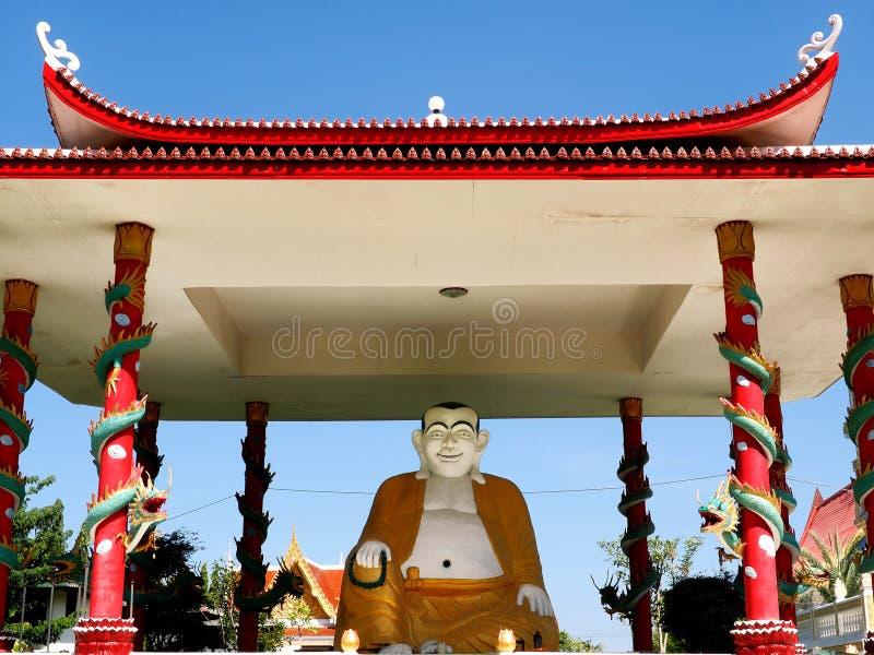 Lachender Sitzbuddha stockfotografie