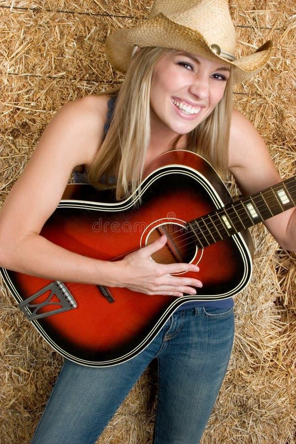 Lachendes Gitarren-Mädchen lizenzfreie stockbilder