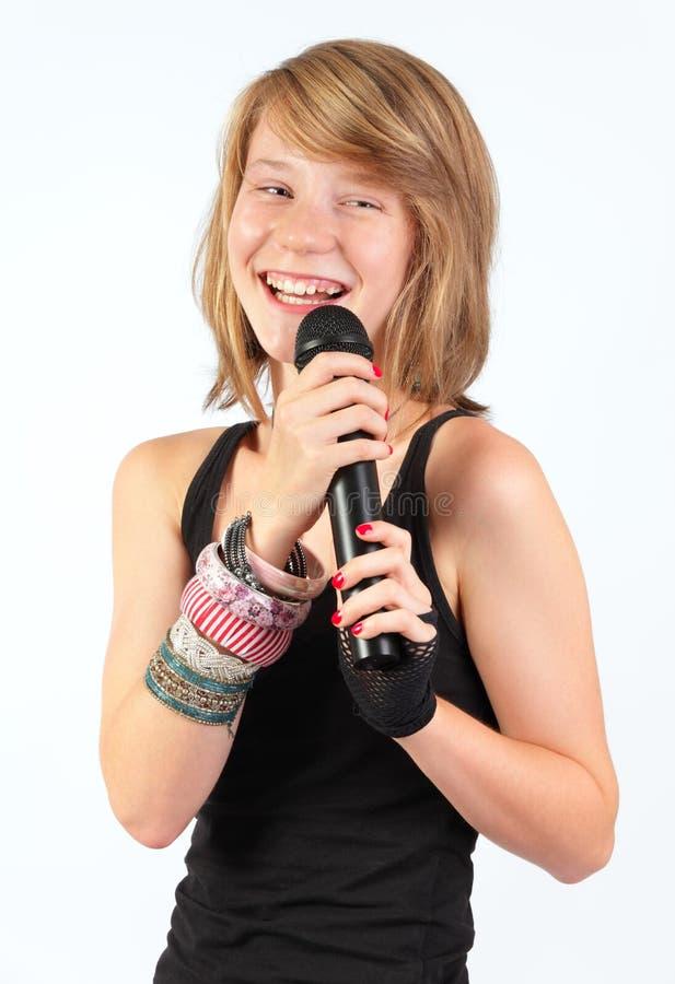 Lachendes Mikrofon des Mädchens w stockfotografie