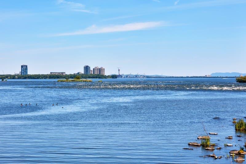 Lachine Rapids-weergave gezien vanuit het Rapids-park in Montreal, Quebec, Canada royalty-vrije stock foto's