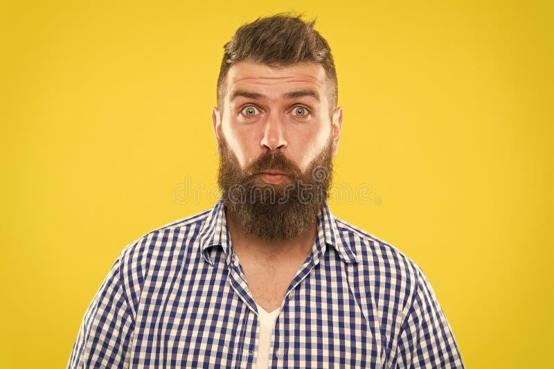 Lachsalvo Hipster met baard en snor emotionele verraste uitdrukking Plattelander verraste macho Gebaarde mens stock afbeeldingen