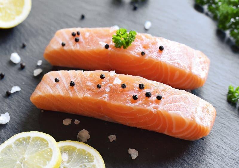 Lachsfilet oder Sashimi lizenzfreie stockfotografie