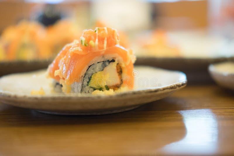 Download Lachssushi Rolls stockfoto. Bild von ingwer, frisch, sushi - 96934878