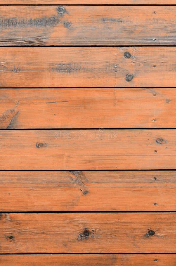 Lackad träbakgrund från kabinyttersida Brun träladugårdplanka royaltyfri fotografi