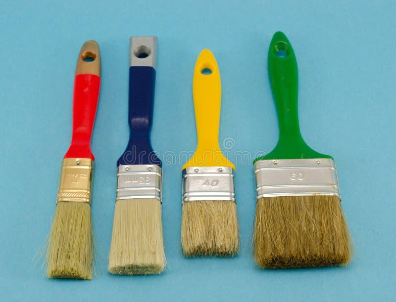 Lackpinsel-Farbengröße auf Blau lizenzfreie stockbilder