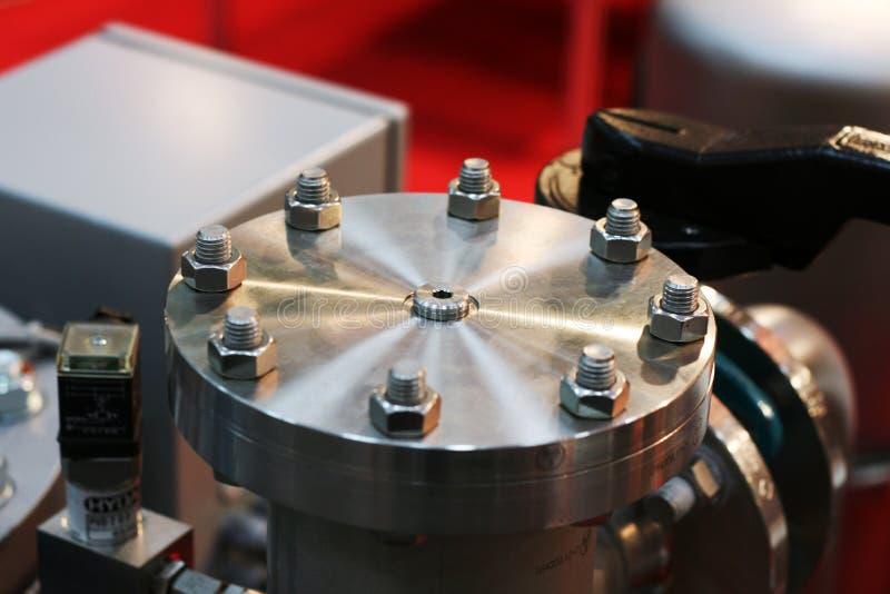 Lacre del tubo con el extremo empernado para la industria de petróleo imagen de archivo