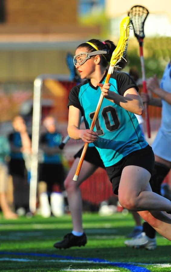 Lacrosse de filles sur le mouvement photographie stock